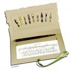 Rubinato Kalligrafie-Set auf Museumskarton, 10 teilig mit Schriftvorlage