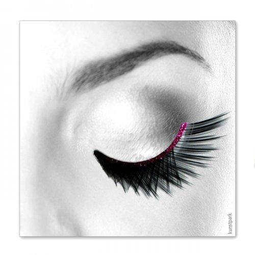 Wimpern, Schwarz gekreuzt mit pinkfarbenen Band